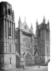 Cathédrale Saint-Pierre - Façade ouest en perspective