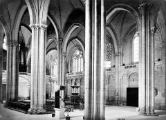 Cathédrale Saint-Pierre - Vue intérieure de la nef, vers le nord-ouest, prise du transept sud
