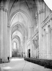 Cathédrale Saint-Pierre - Vue intérieure du bas-côté sud, vers l'est