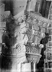 Cathédrale Notre-Dame et ses dépendances - Chapiteau de la porte papale (pilier de l'arc contigu à l'évêché)