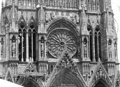 Cathédrale Notre-Dame - Façade ouest : partie médiane et rosace