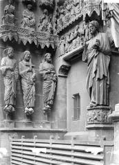 Cathédrale Notre-Dame - Portail gauche du transept nord : Statues de l'ébrasement gauche et du trumeau