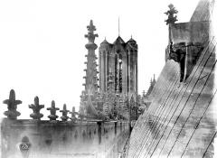 Cathédrale Notre-Dame - Façade sud : galerie supérieure, vue axiale vers l'ouest