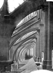 Cathédrale Notre-Dame - Façade sud : Arcs-boutants et couverture du bas-côté, vue axiale vers l'ouest