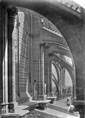 Cathédrale Notre-Dame - Abside : Arcs-boutants et couverture du déambulatoire, vue axiale vers l'est