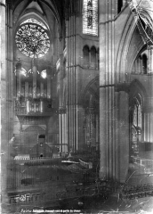 Cathédrale Notre-Dame - Vue intérieure du transept nord et du choeur, vers le nord