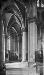 Cathédrale Notre-Dame - Vue intérieure du déambulatoire, côté nord