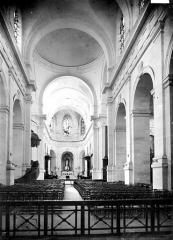 Cathédrale Saint-Louis - Vue intérieure de la nef, vers le choeur