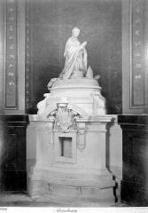Cathédrale Saint-Louis - Tombeau : statue de l'évêque Laudriot
