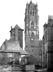 Cathédrale Notre-Dame - Clocher nord et ancien évêché, côté ouest