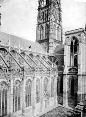 Ensemble archiépiscopal - Façade sud : croisée du transept
