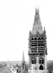 Ensemble archiépiscopal - Tour Saint-Romain : partie supérieure, côté est
