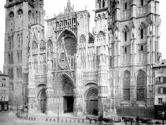 Ensemble archiépiscopal - Façade ouest : partie inférieure et partie médiane