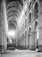 Ensemble archiépiscopal - Vue intérieure de la nef, vers le choeur
