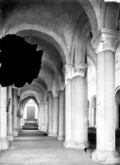 Cathédrale et cloître - Vue intérieure du bas-côté nord