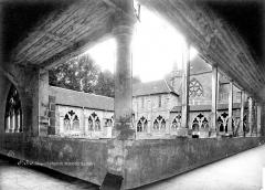 Cathédrale et cloître - Cloître : vue d'ensemble prise de l'angle est