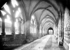 Cathédrale et cloître - Cloître : vue intérieure de la galerie est