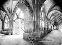 Cathédrale et cloître - Cloître : vue intérieure de la galerie nord