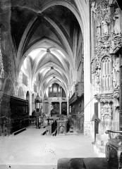 Cathédrale Saint-Jean - Vue intérieure de la nef, vers l'entrée