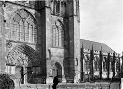 Cathédrale Saint-Etienne - Façade ouest et salle synodale
