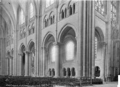 Cathédrale Saint-Etienne - Vue intérieure de la nef, côté nord