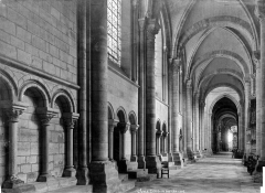 Cathédrale Saint-Etienne - Vue intérieure du bas-côté nord, vers l'est