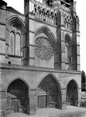 Cathédrale Saint-Gervais et Saint-Protais - Façade ouest : partie inférieure