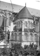 Cathédrale Saint-Gervais et Saint-Protais - Façade sud : transept circulaire