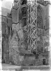 Cathédrale Saint-Gervais et Saint-Protais - Façade nord : transept en perspective