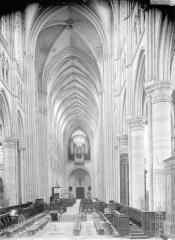 Cathédrale Saint-Gervais et Saint-Protais - Nef, vue du choeur