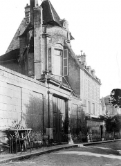 Cathédrale Saint-Gervais et Saint-Protais - Evêché : façade sur rue