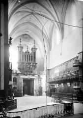 Cathédrale Notre-Dame-de-la-Sède - Vue intérieure de la nef, vers l'entrée