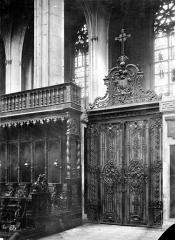Cathédrale Saint-Etienne - Grille du choeur : porte