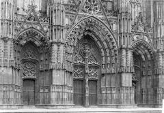 Cathédrale Saint-Gatien - Portail de la façade ouest