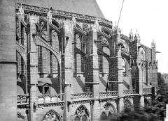 Cathédrale Saint-Gatien - Façade sud : arcs-boutants et contreforts de l'abside