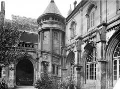Cathédrale Saint-Gatien - Cloître : tourelle d'escalier