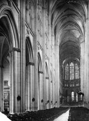 Cathédrale Saint-Gatien - Vue intérieure de la nef, vers le nord-est