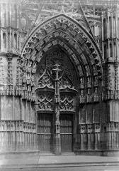 Cathédrale Saint-Gatien - Portail central de la façade ouest