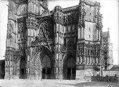 Cathédrale Saint-Pierre Saint-Paul - Façade ouest : partie inférieure