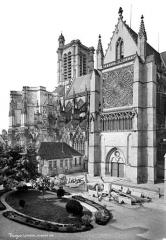Cathédrale Saint-Pierre Saint-Paul - Façade sud : Partie ouest et transept