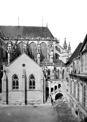 Cathédrale Saint-Pierre Saint-Paul - Façade sud : Partie est