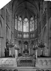 Cathédrale Saint-Pierre Saint-Paul - Vue intérieure du choeur