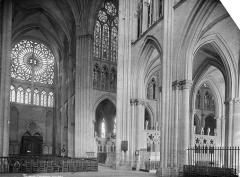Cathédrale Saint-Pierre Saint-Paul - Vue intérieure du transept, vers le nord-est