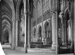 Cathédrale Saint-Pierre Saint-Paul - Vue intérieure du déambulatoire, côté sud