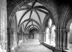 Cathédrale Saint-Martin, actuellement Notre-Dame et cloître, actuellement Musée municipal - Cloître : vue intérieure de la galerie ouest
