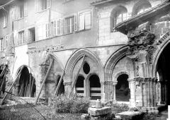Cathédrale Saint-Martin, actuellement Notre-Dame et cloître, actuellement Musée municipal£ - Cloître : galerie d'arcades côté est
