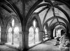 Cathédrale Saint-Martin, actuellement Notre-Dame et cloître, actuellement Musée municipal - Cloître : vue intérieure des galeries