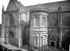 Cathédrale Saint-Pierre - Façade nord : transept et tour ronde