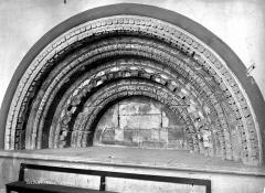 Cathédrale Notre-Dame - Sacristie : Arcature ancienne de la porte