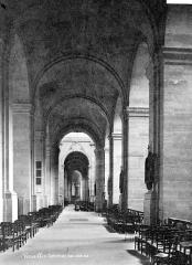 Cathédrale Saint-Louis - Vue intérieure du bas-côté